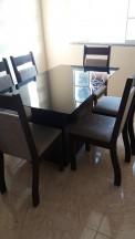Montagem de uma mesa com 6 cadeiras